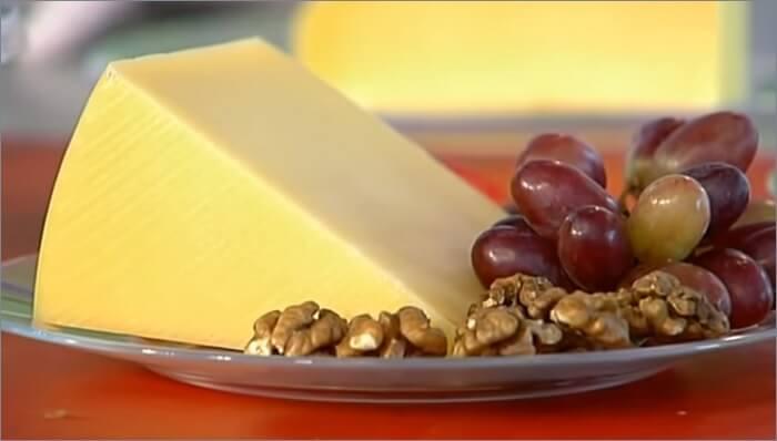 Твёрдый сыр пармезан